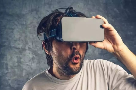 The application combination of VR technology and vertical industry will continue to improve