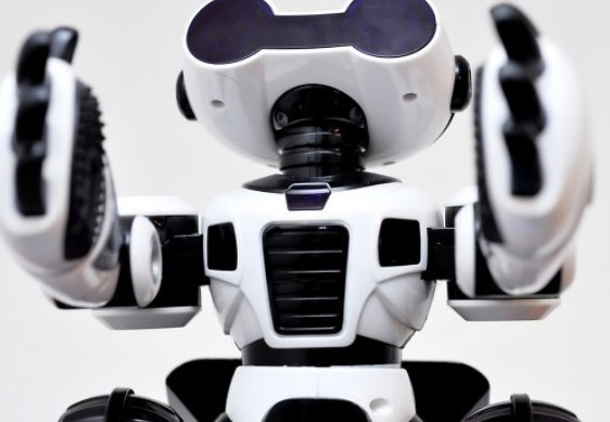 The problems in the development of service robot industry in China are analyzed