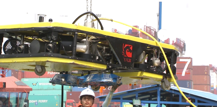 The first domestic intelligent cleaning robot for ship bottom has been put into operation successfully