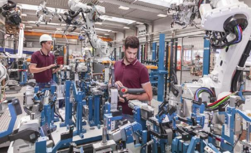AI on the edge: how can collaborative robots process sensor data quickly