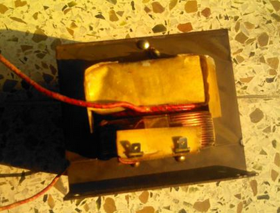 Connection between transformer and high voltage capacitor of microwave oven